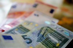 Предпосылка счетов евро Время в деньгах стоковое изображение rf
