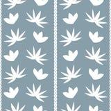 Предпосылка с абстрактной картиной цветков и листьев Стоковые Изображения RF