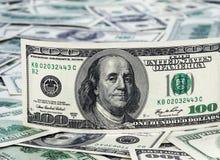 Предпосылка с американцем денег 100 долларов Стоковая Фотография