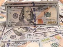 Предпосылка с американцем денег 100 долларов Стоковое Изображение RF