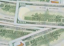 Предпосылка с американцом денег 100 счетов доллара Стоковые Изображения RF