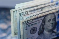 Предпосылка с американцом денег 100 счетов доллара Стоковая Фотография RF