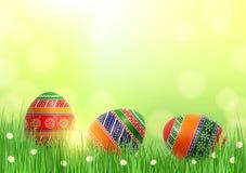 Предпосылка с пасхальными яйцами в траве Стоковые Фотографии RF