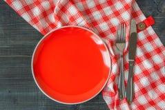 Предпосылка - таблица с красной плитой Стоковая Фотография