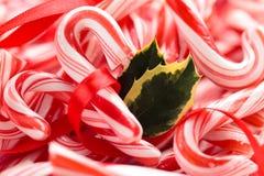Предпосылка тросточки падуба и конфеты Стоковые Фото
