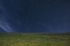 Предпосылка луга ночи ночное небо звёздное звезды ночного неба Стоковая Фотография
