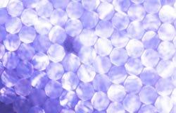 Предпосылка фиолетовых металлических светов праздничная Абстрактное рождество мерцало яркая предпосылка с светами bokeh несосредо Стоковые Изображения