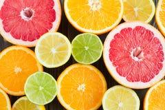 Предпосылка цитрусовых фруктов - лимон, известка, апельсин, grapfruit Стоковое Изображение RF