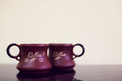 Предпосылка чашки кофе черная Кружка с кофе на черной таблице Стоковая Фотография RF