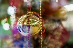 Предпосылка шарика рождества желтая Стоковые Фото