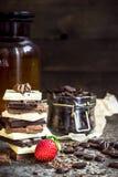 Предпосылка шоколада/шоколадного батончика/шоколада/башня и клубника шоколада Стоковое фото RF
