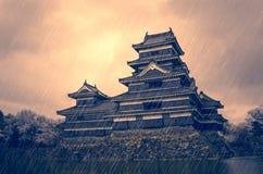 Предпосылка японского замка бурная Стоковая Фотография RF