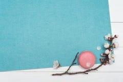 Предпосылка для дизайна с цветками и macaroons Стоковые Фотографии RF