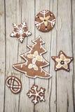 Предпосылка Christmassy серая деревянная с пряником Стоковые Изображения RF