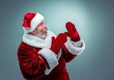 предпосылка claus изолировала белизну удивленную santa Стоковое Фото