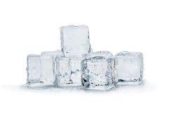 предпосылка cubes белизна изолированная льдом Стоковое Изображение