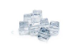 предпосылка cubes белизна изолированная льдом Стоковая Фотография RF