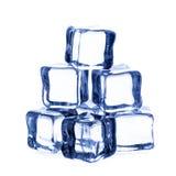 предпосылка cubes белизна изолированная льдом Стоковая Фотография