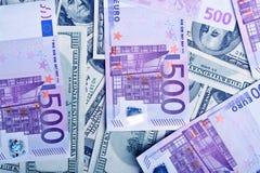 Предпосылка Ddollars и банкнот евро Стоковые Изображения RF