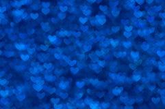 Предпосылка Defocused абстрактных голубых сердец светлая Стоковая Фотография RF