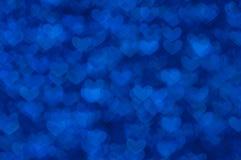 Предпосылка Defocused абстрактных голубых сердец светлая Стоковая Фотография