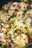предпосылка eggs белизна вскарабканная омлетом Стоковое Изображение RF