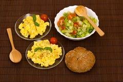 предпосылка eggs белизна вскарабканная омлетом Стоковые Изображения