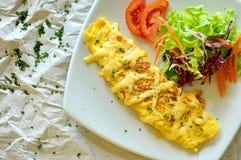 предпосылка eggs белизна вскарабканная омлетом стоковое фото rf