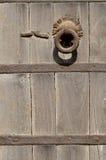 Предпосылка Grunge - ржавая античная ручка двери металла стоковое изображение