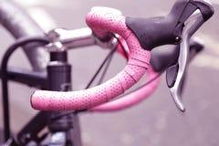 Предпосылка handlebars розового велосипеда винтажная Стоковое Изображение