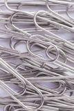 Предпосылка paperclips металла Стоковые Изображения