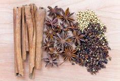 предпосылка spices древесина Стоковое Изображение RF