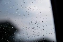 Предпосылки воды с водой падают пузыри воды Стоковое фото RF