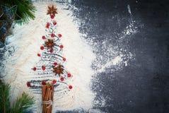 предпосылки голубой рождества темноты вал снежинок ели темно Стоковое Изображение RF