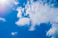 предпосылки неба и облака ฺBlue стоковое фото rf