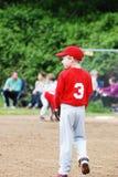 2 пре-предназначенных для подростков бейсболиста обсуждая игру Стоковые Изображения
