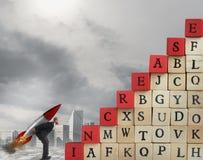 Предприимчивое увеличение бизнесмена подъем к успеху стоковые изображения