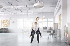 Предприниматели имея потеху в офисе Мультимедиа Стоковая Фотография