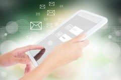 Предприниматель используя таблетку цифров Стоковая Фотография RF