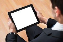 Предприниматель используя цифровую таблетку стоковое фото