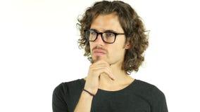 Предприниматель молодого человека думая над деловыми вопросами видеоматериал