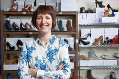 Предприниматель онлайн дела ботинка Стоковые Фотографии RF