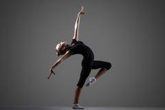 Представление девушки гимнаста Стоковое Фото