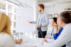 Представление и тренировка в офисе стоковое изображение rf