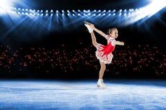 Представление молодых конькобежцев, ледовое представление стоковые изображения rf