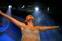 Представление на актрисе этапа и певице русской классической дивы Larisa Lusta кроссовера Стоковое Изображение