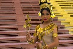 Представление танцора Apsara в виске стоковые фотографии rf