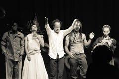 Представление театра танца Кабо-Верде «Raiz Di Polon» черная белизна Стоковое Изображение