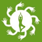 Представления йоги в сердце с рукой объятия Стоковые Изображения