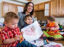 Представления ребенка с чертежом Стоковые Фотографии RF
